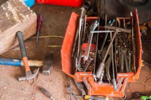Caja herramientas desordenada